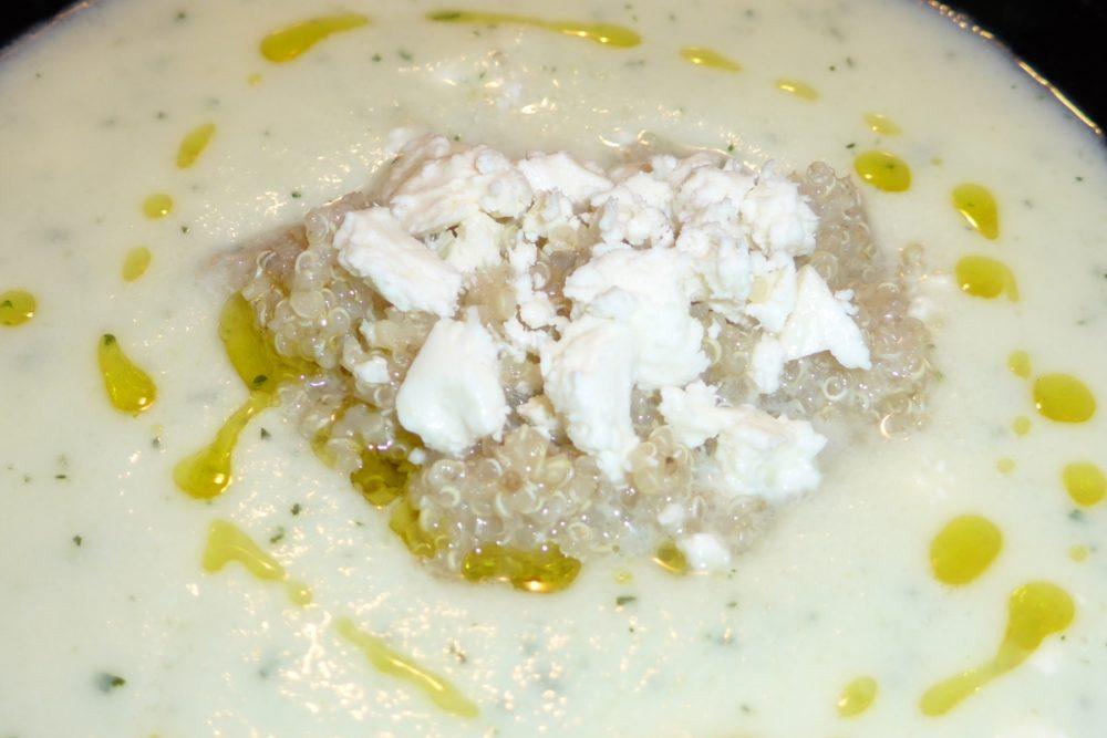 Sopa de melão, quinoa e queijo feta