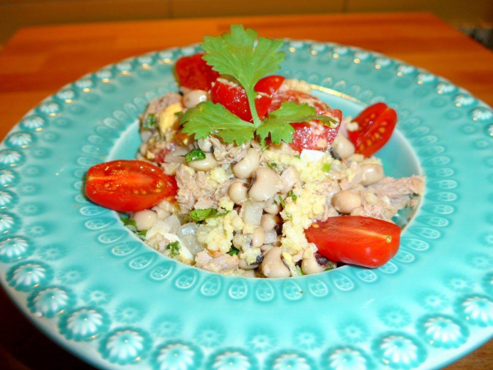 Salada de millet, feijão-frade e atum