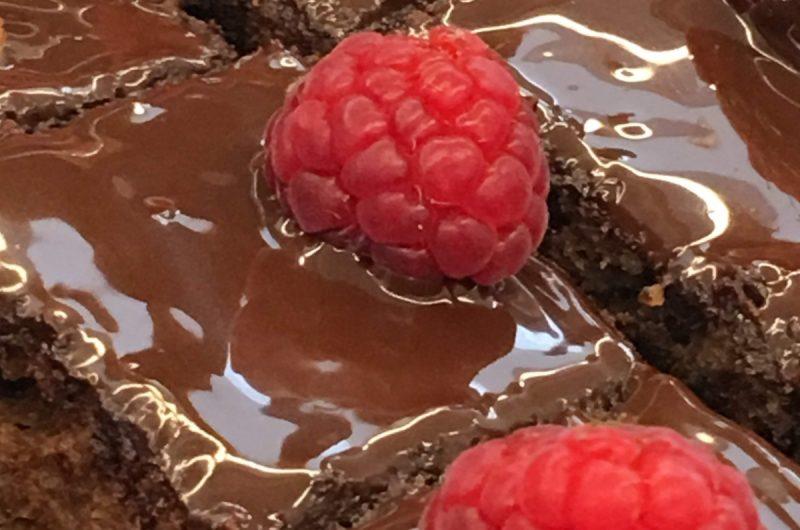 Bolo de chocolate e framboesas