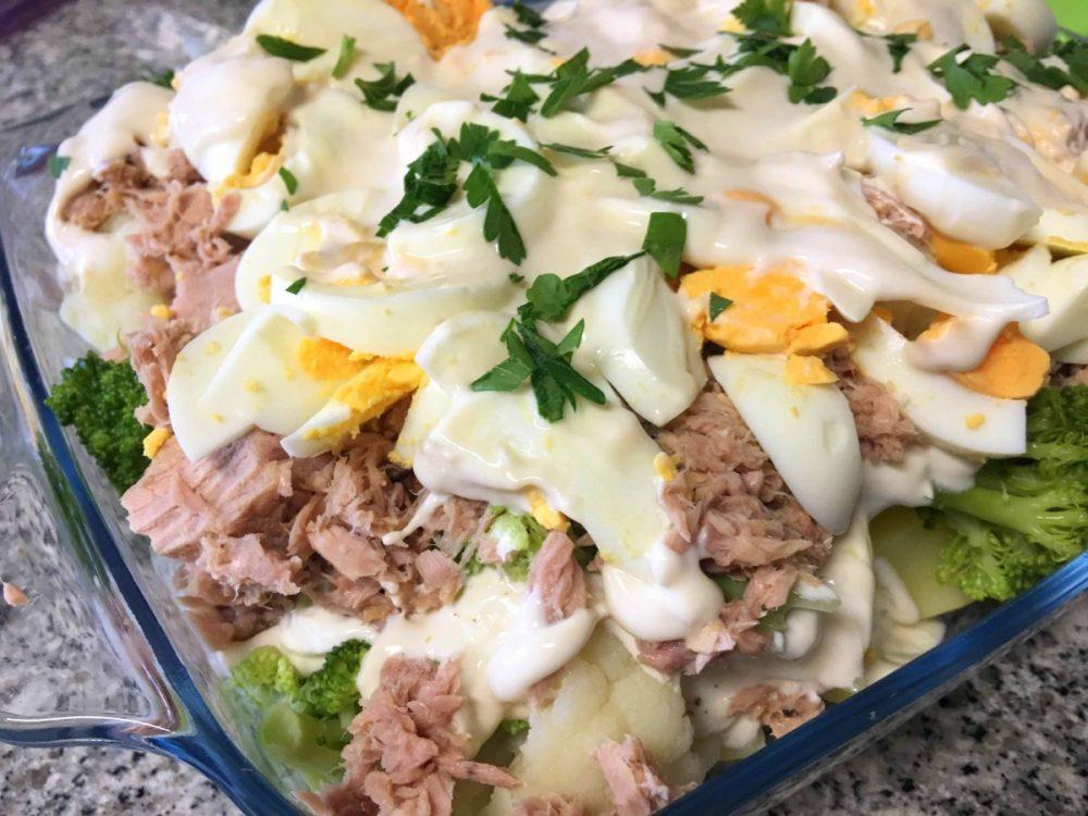 Salada de atum com maionese saudável