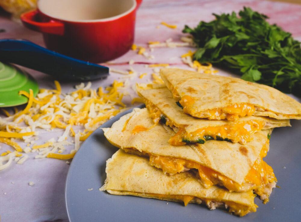 quesadillas de queijo e atum