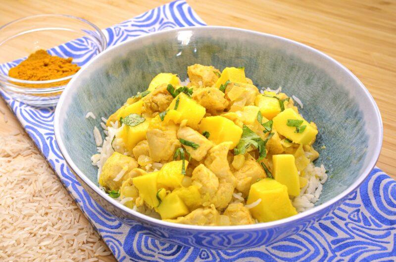Caril de frango com arroz de coco