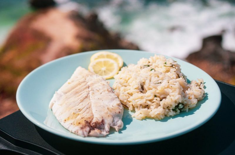 Peixe galo com arroz de coentros